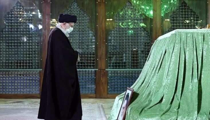 İmam Hamanei, İmam Humeyni'nin Mezarını Ziyaret Etti /FOTO