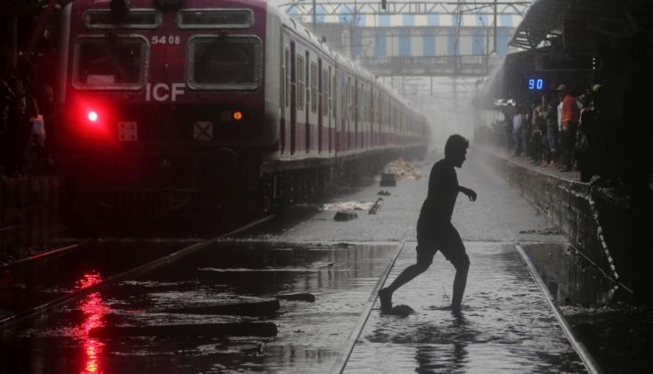 Hindistan'da Sel Can Aldı