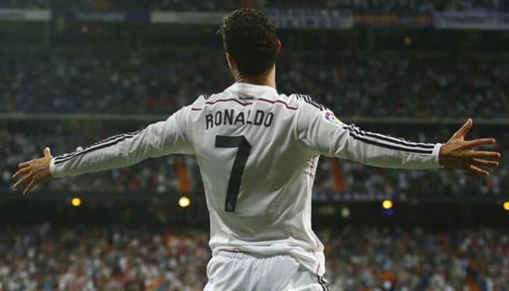 Cristiano Ronaldo Yine Tarihe Geçti