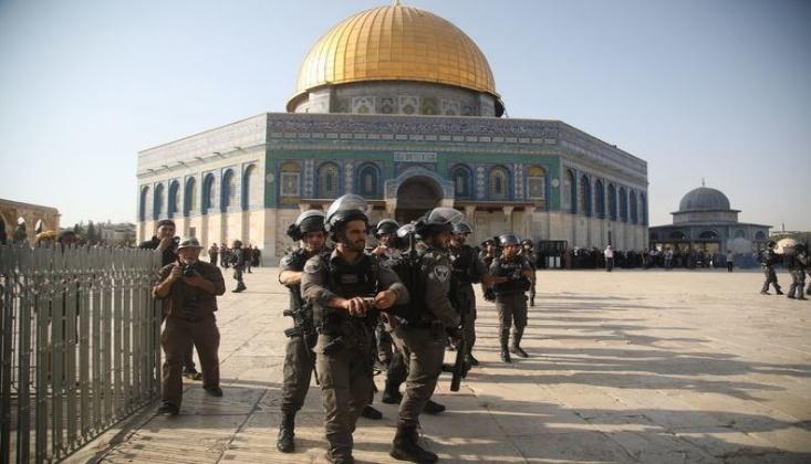 Siyonist İsrail Mescid-i Aksa'nın İslami Kimliğini Yok Etmek İstiyor!