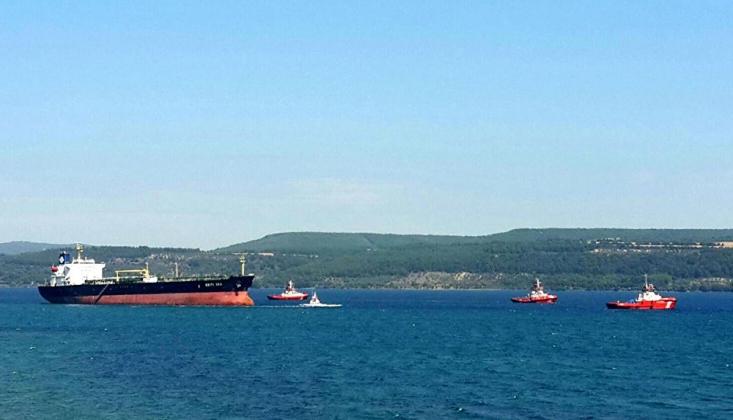 Çanakkale Boğazı'nda İki Gemi Çatıştı
