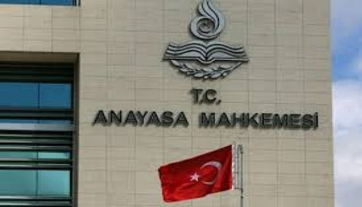 Anayasa Mahkemesi İki KHK'yi İptal Etti