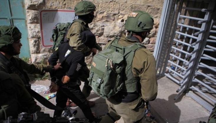 İşgalci İsrail Güçleri Filistinlileri Göz Altına Aldı
