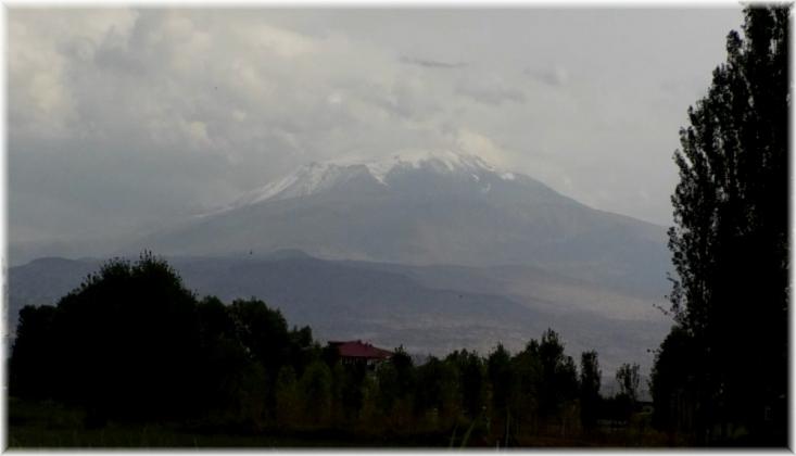 Ağrı Dağı'na Kar Yağdı