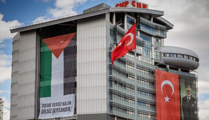 CHP Genel Merkezi'ne Filistin Bayrağı Asıldı