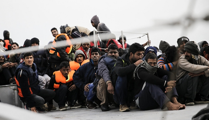 Der Spiegel, Yunanistan'ın Sığınmacıları Zorla Türkiye Tarafına Bıraktığı Anların Görüntülerini