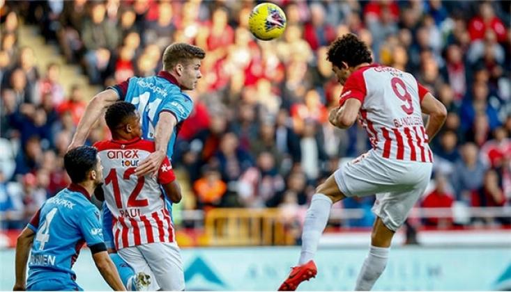 Trabzonspor, Deplasmanda Antalyaspor'u Mağlup Etti