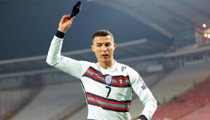 Ronaldo'nun Yere Attığı Pazubandı, 2.5 Milyon Euro