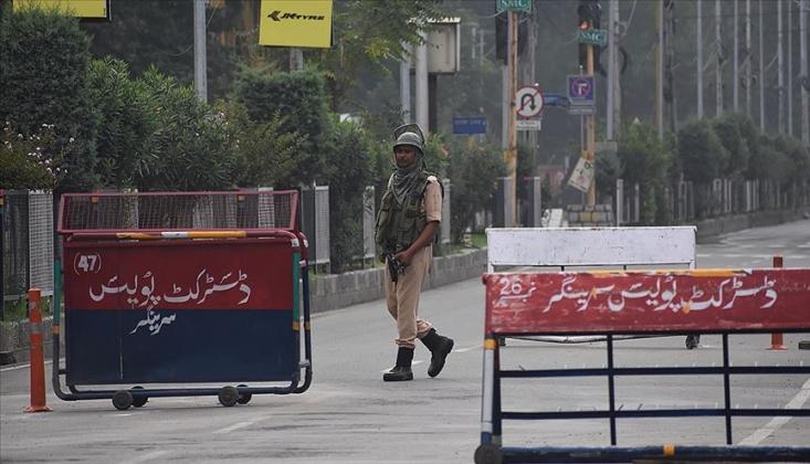 Keşmir'deki Kısıtlamalar Esnetilmesine Rağmen Sürüyor