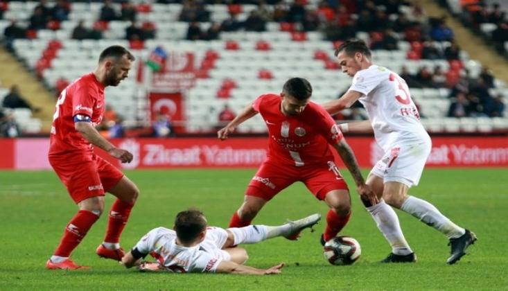 Sivasspor 10 Kişiyle Beraberliğe Razı Oldu!