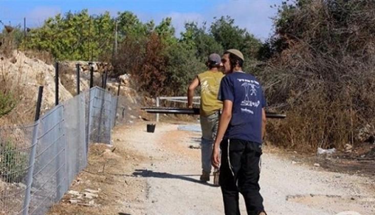 Yahudi Yerleşimciler Batı Şeria'da Filistinlilerin Arazisine El Koydu