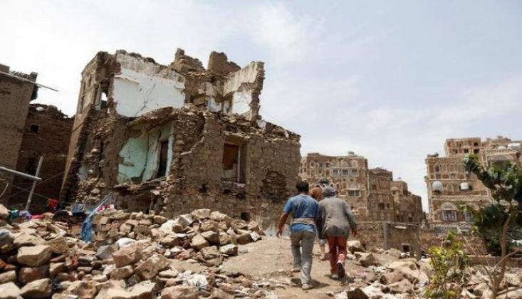 Suudi Koalisyonu Yemen'i Bombaladı