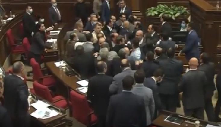 Ermenistan Parlamentosu Karıştı /VİDEO