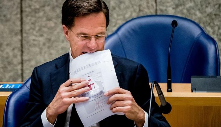 Hollanda'da Hükümet İstifa Etti