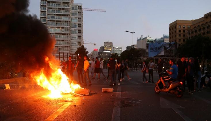 Lübnan'da Protestocular Sokaklara Döküldü