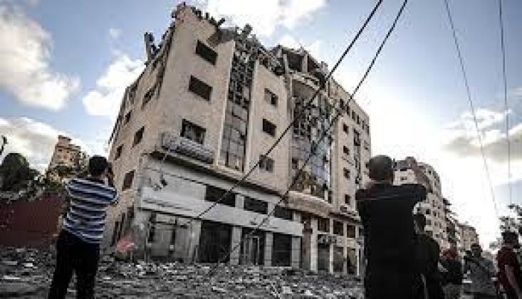 Siyonist İsrail Gazze'deki Kızılay Binasını Vurdu