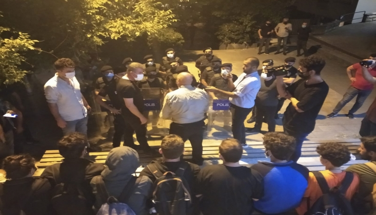 Öğrenciler Sokakta Sabahlayarak Direniyor; Barınamıyoruz Hareketi
