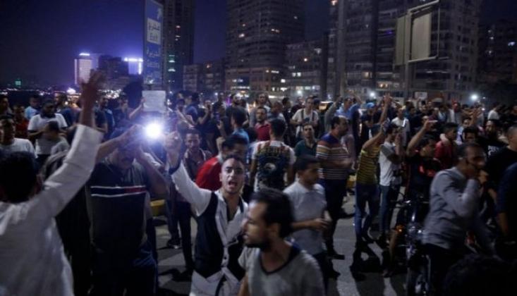 Mısır'da Halk Sokaklara Döküldü