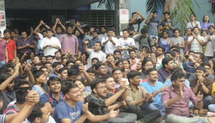 Hindistan'da Grev Hayatı Kilitledi