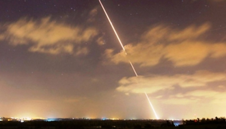 Siyonist İsrail Gazze'ye Bomba Yağdırdı