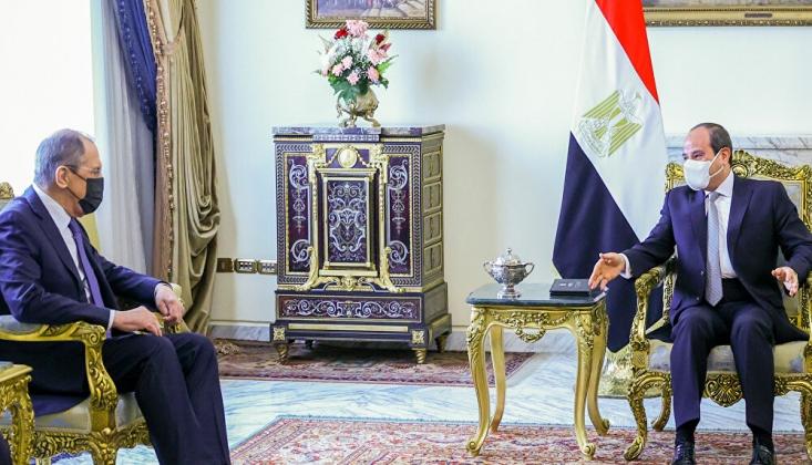 Lavrov, Kahire'de Cumhurbaşkanı Sisi'yle Görüştü