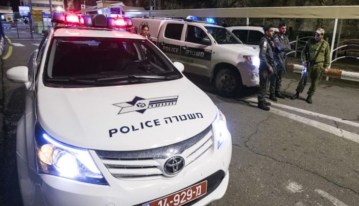 Bir Filistinli 2 İşgal Gücü Polisini Etkisiz Hale Getirdi