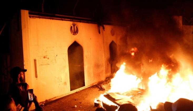 İran'ın Necef Konsolosluğu Ateşe Verildi