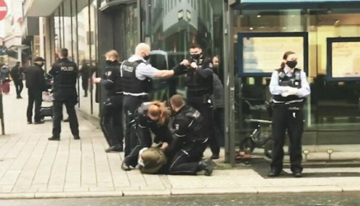 Alman Polisi Başörtülü Kadına Şiddet Uyguladı