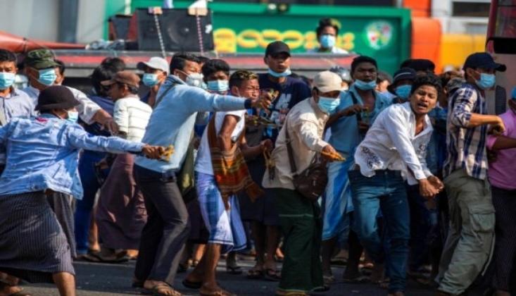 Myanmar'da Ölü Sayısı 701'e Yükseldi
