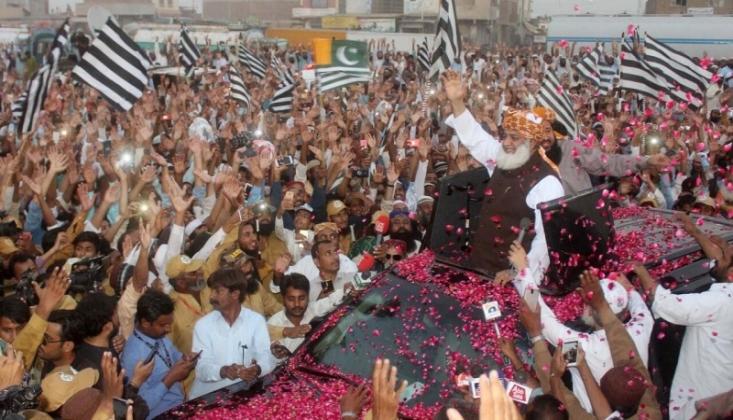 Pakistan Halkı Keşmir'e Destek İçin Yürüdü