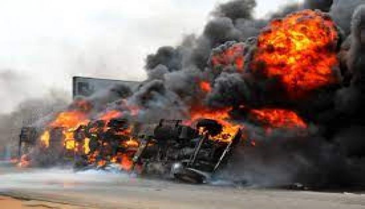 Nijerya'da Akaryakıt Tankeri Patladı