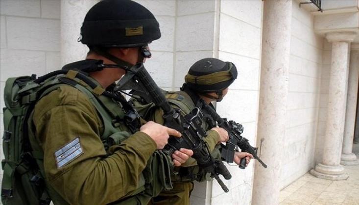 İsrail Güçleri Batı Şeria'da 9 Filistinliyi Gözaltına Aldı