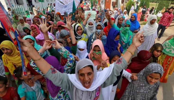 Keşmir'de Halk Sokaklara Döküldü