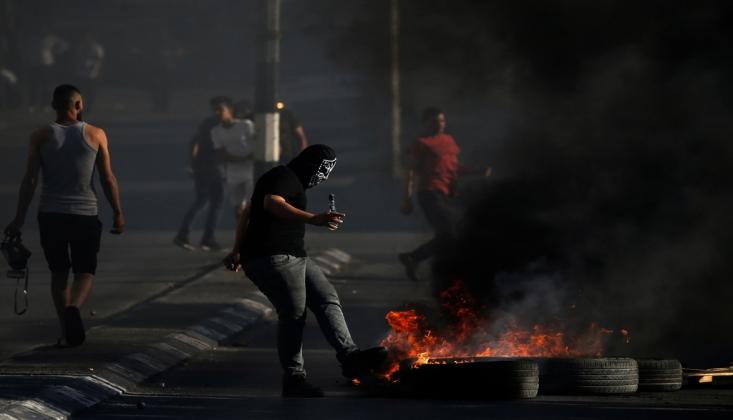Filistinli Gençler İşgal Güçlerine Karşı Taşlarla Direndi