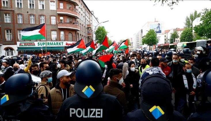 Berlin'de Siyonist İsrail Rejimi Protesto Edildi