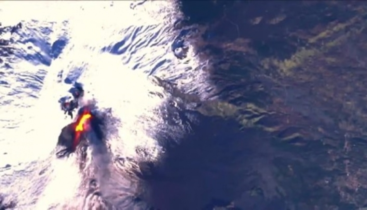 Yeniden Faaliyete Geçen Etna Yanardağı Görüntülendi