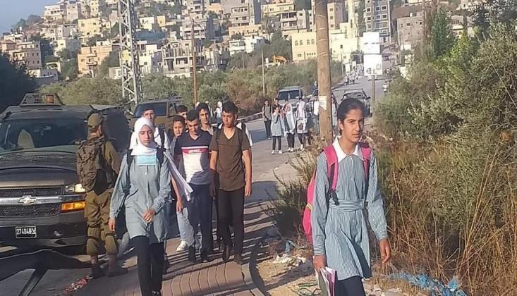İşgal Rejimi Filistinli Öğrencilerin Okula Ulaşımını Engelliyor