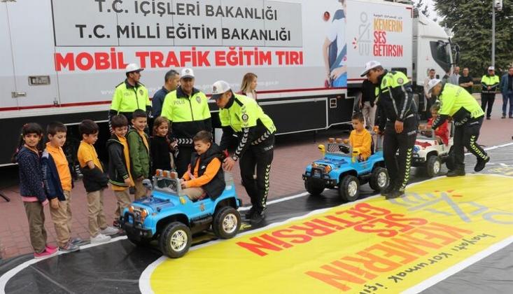 Trafik Eğitim TIR'ında Çocuklar Eğlenerek Öğreniyor