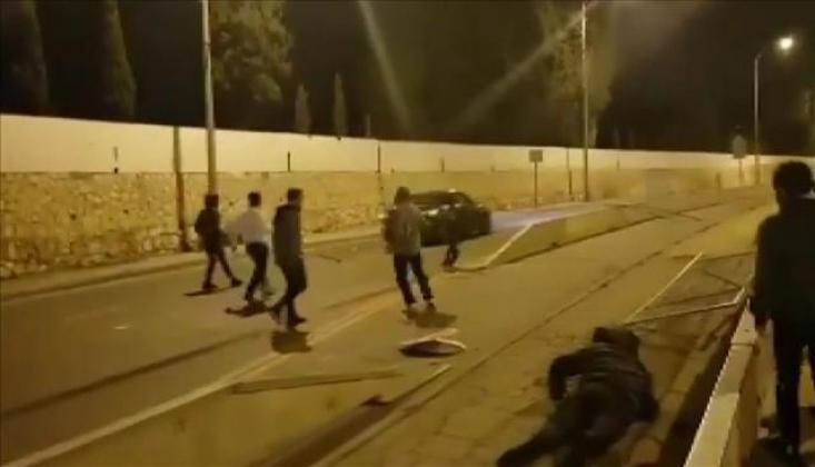 İsrailliler, Filistinlilerin Bulunduğu Araca Saldırdı