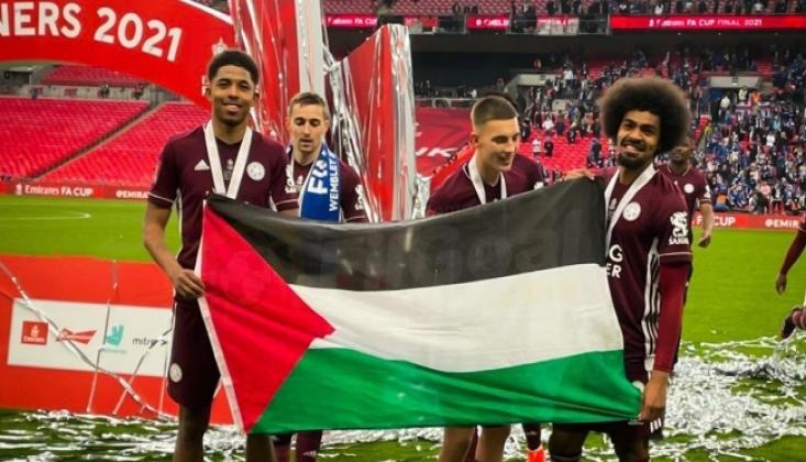 Maç Sonunda Filistin Bayrağı Açtılar
