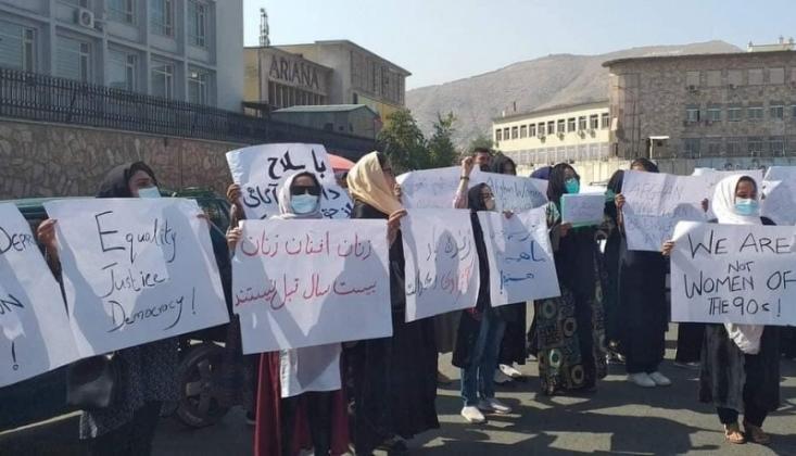 Kabil'de Afganistanlı Kadınlar Protestolarını Sürdürüyor