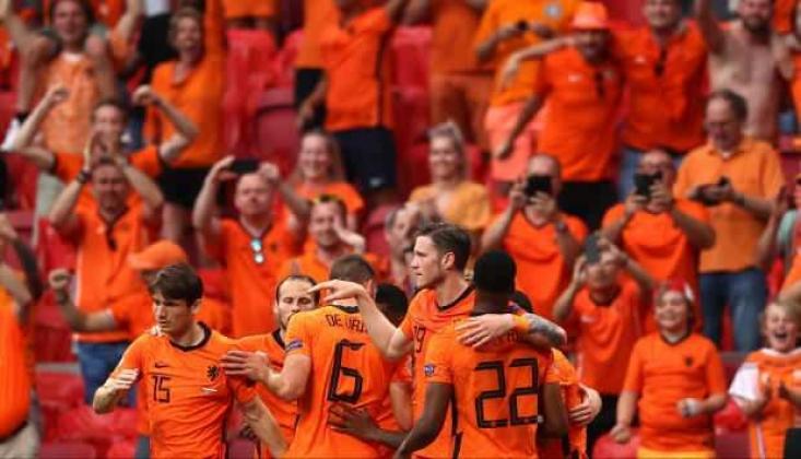 Hollanda Gruptan Çıkmayı Garantiledi!