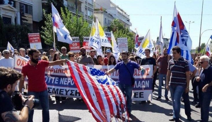 Yunanistan'da ABD Bayrağı Yakıldı