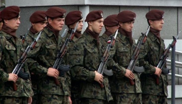 Polonya Askerleri ABD'nin Irak'taki Üslerinde