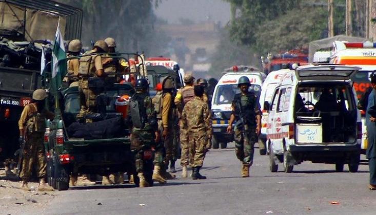 Pakistan'da Çinli İşçileri Taşıyan Araca Yönelik İntihar Saldırısı