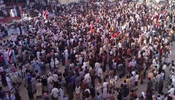 On Binlerce Yemenli, Devrim Zaferinin Yıldönümünde Yürüyüş Düzenledi