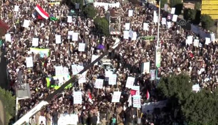 """Yemen'de Aşura Günü  """"İstibdada Karşı İnkılap"""" Sloganı ile Anılıyor"""
