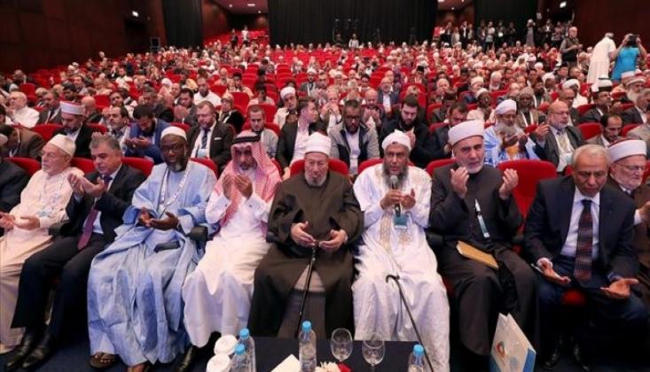 """Paralar """"Müslüman Alimlere"""" Saçıldı"""