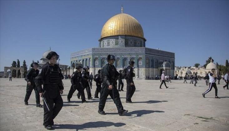Siyonistler, Mescid-i Aksa'da Filistinlileri Göz Altına Aldı