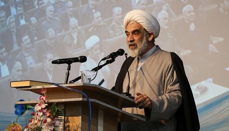 Ayetullah Sistani İslam İçin Onur Kaynağıdır